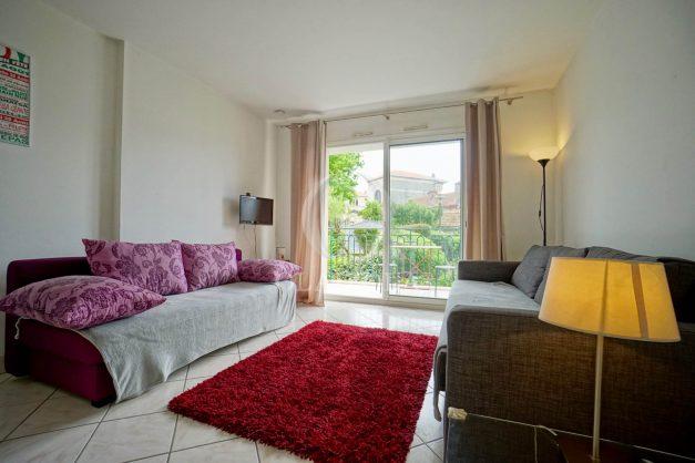location-vacances-biarritz-centre-ville-studio-terrasse-parking-securise-garage-plage-a-pied-2019-001