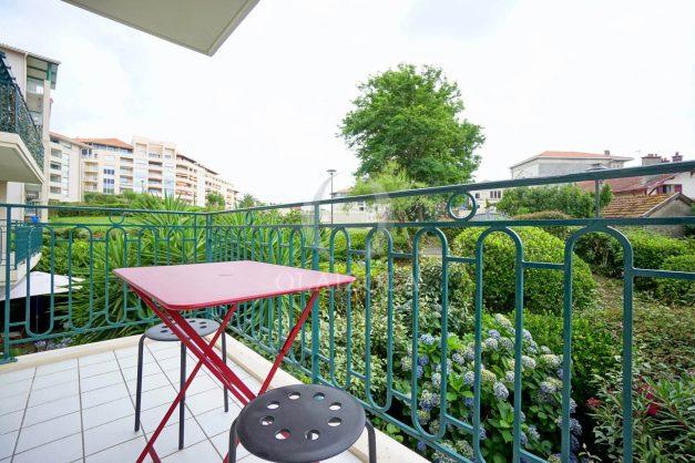location-vacances-biarritz-centre-ville-studio-terrasse-parking-securise-garage-plage-a-pied-2019-004