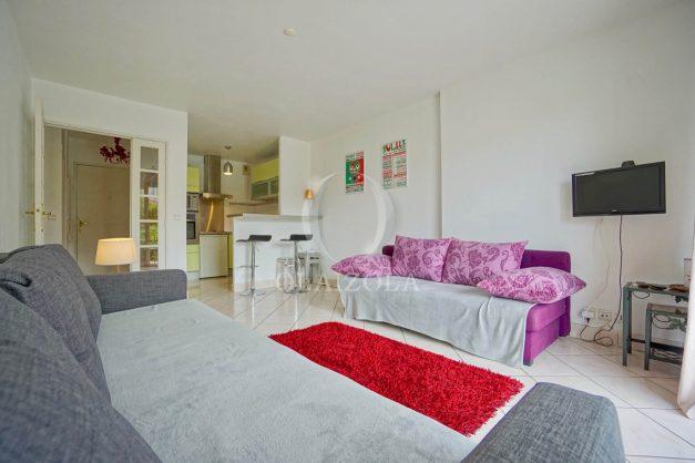location-vacances-biarritz-centre-ville-studio-terrasse-parking-securise-garage-plage-a-pied-2019-011