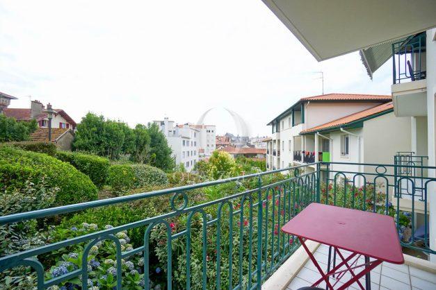 location-vacances-biarritz-centre-ville-studio-terrasse-parking-securise-garage-plage-a-pied-2019-021