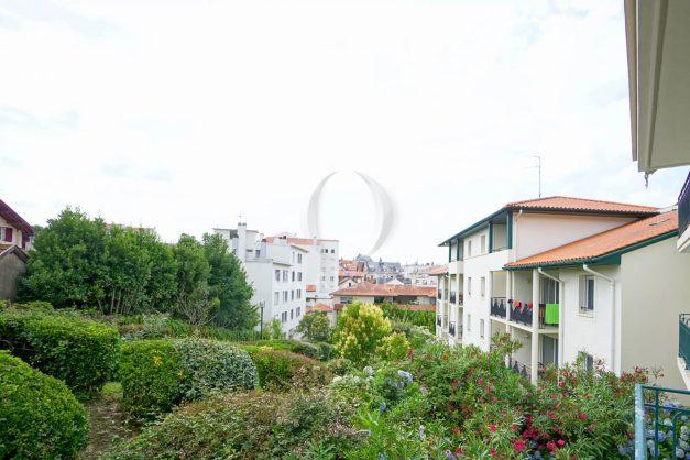 location-vacances-biarritz-centre-ville-studio-terrasse-parking-securise-garage-plage-a-pied-2019-022