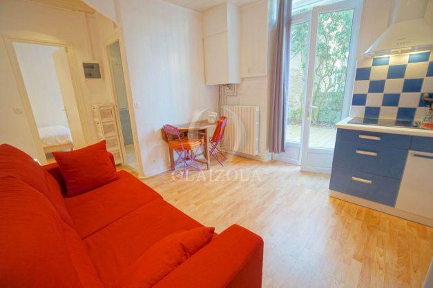location-vacances-biarritz-appartement-terrasse-garage-scooter-centre-ville-proche-grande-plage-jardin-005