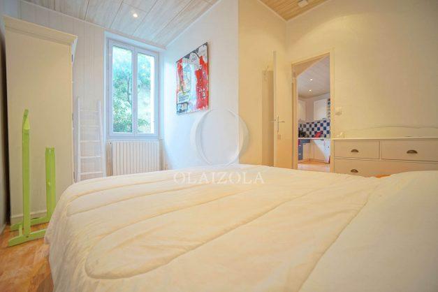 location-vacances-biarritz-appartement-terrasse-garage-scooter-centre-ville-proche-grande-plage-jardin-008