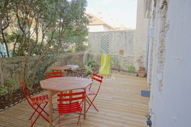 location-vacances-biarritz-appartement-terrasse-garage-scooter-centre-ville-proche-grande-plage-jardin-012