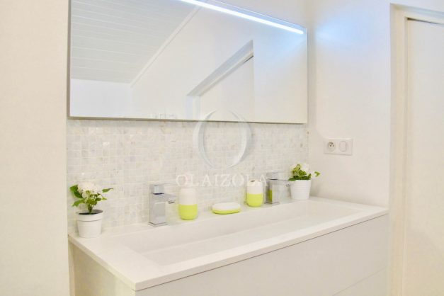 location-vacances-anglet-appartement-luxe-vue-mer-chambre-d-amour-terrasse-parking-standing-plage-a-pied-023