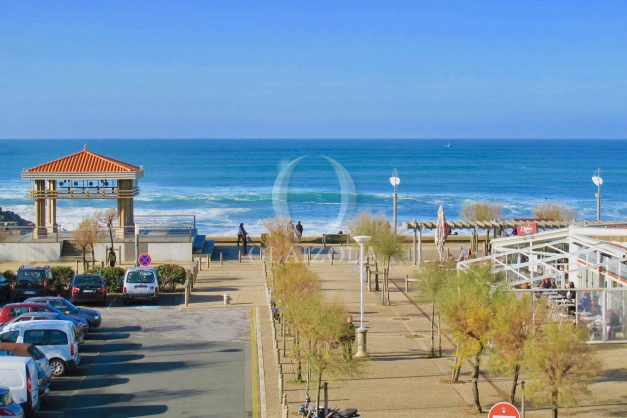 location-vacances-anglet-appartement-luxe-vue-mer-chambre-d-amour-terrasse-parking-standing-plage-a-pied-027