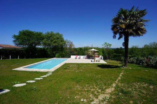 location-vacances-biarritz-ahetze-villa-luxe-piscine-chauffée-4-chambres-terrasse-couverte-jardin-02