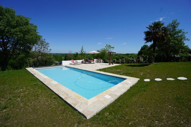 location-vacances-biarritz-ahetze-villa-luxe-piscine-chauffée-4-chambres-terrasse-couverte-jardin-03