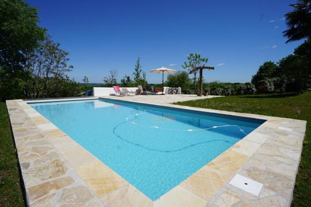 location-vacances-biarritz-ahetze-villa-luxe-piscine-chauffée-4-chambres-terrasse-couverte-jardin-04