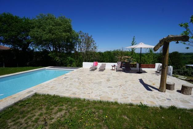 location-vacances-biarritz-ahetze-villa-luxe-piscine-chauffée-4-chambres-terrasse-couverte-jardin-10