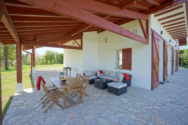 location-vacances-biarritz-ahetze-villa-luxe-piscine-chauffée-4-chambres-terrasse-couverte-jardin-14