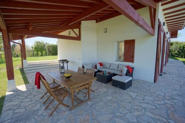 location-vacances-biarritz-ahetze-villa-luxe-piscine-chauffée-4-chambres-terrasse-couverte-jardin-15