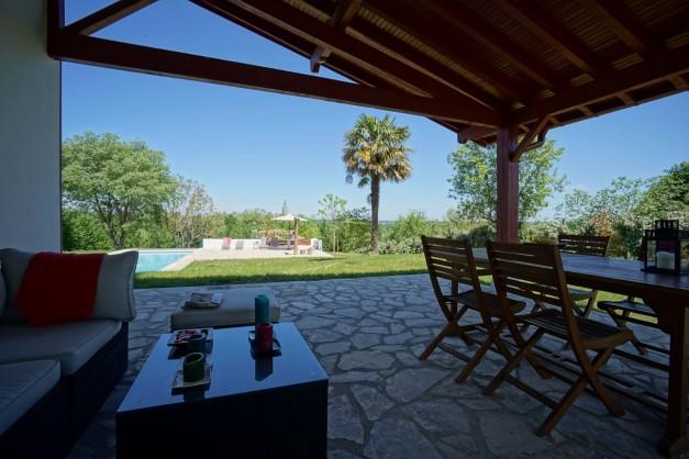 location-vacances-biarritz-ahetze-villa-luxe-piscine-chauffée-4-chambres-terrasse-couverte-jardin-17