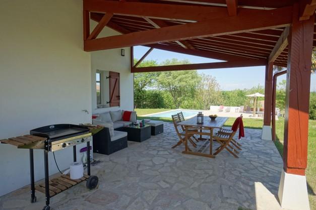 location-vacances-biarritz-ahetze-villa-luxe-piscine-chauffée-4-chambres-terrasse-couverte-jardin-19