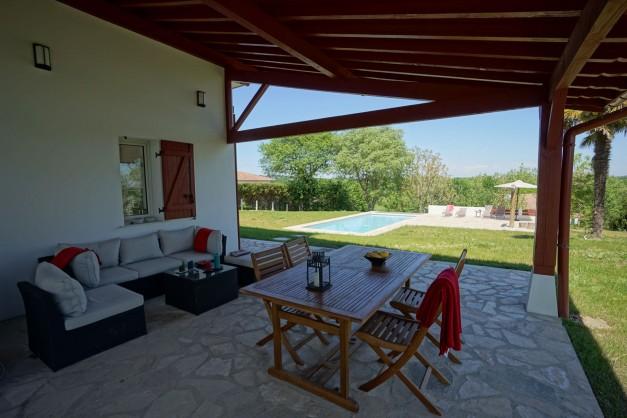 location-vacances-biarritz-ahetze-villa-luxe-piscine-chauffée-4-chambres-terrasse-couverte-jardin-20