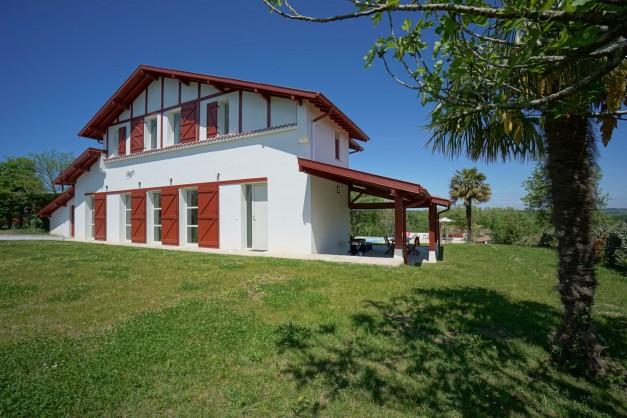 location-vacances-biarritz-ahetze-villa-luxe-piscine-chauffée-4-chambres-terrasse-couverte-jardin-21