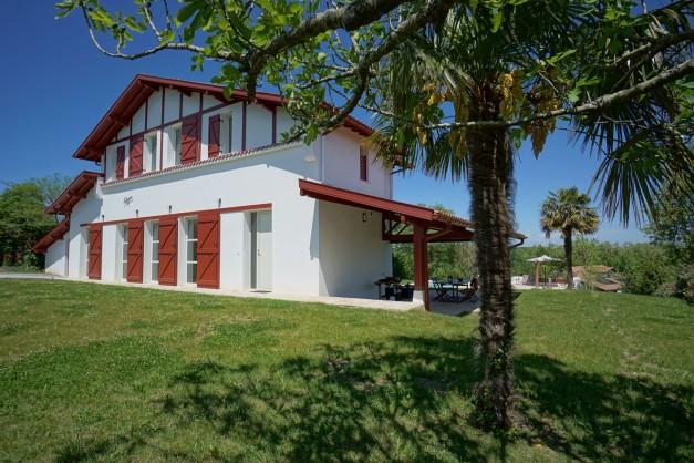 location-vacances-biarritz-ahetze-villa-luxe-piscine-chauffée-4-chambres-terrasse-couverte-jardin-22