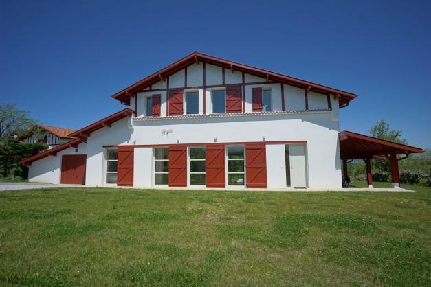 location-vacances-biarritz-ahetze-villa-luxe-piscine-chauffée-4-chambres-terrasse-couverte-jardin-23