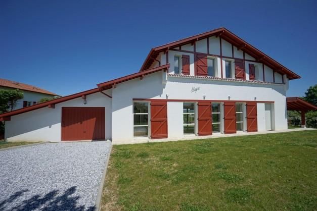 location-vacances-biarritz-ahetze-villa-luxe-piscine-chauffée-4-chambres-terrasse-couverte-jardin-24