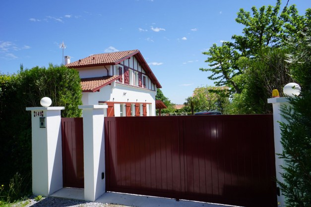 location-vacances-biarritz-ahetze-villa-luxe-piscine-chauffée-4-chambres-terrasse-couverte-jardin-25