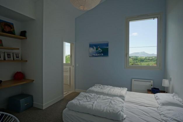 location-vacances-biarritz-ahetze-villa-luxe-piscine-chauffée-4-chambres-terrasse-couverte-jardin-49