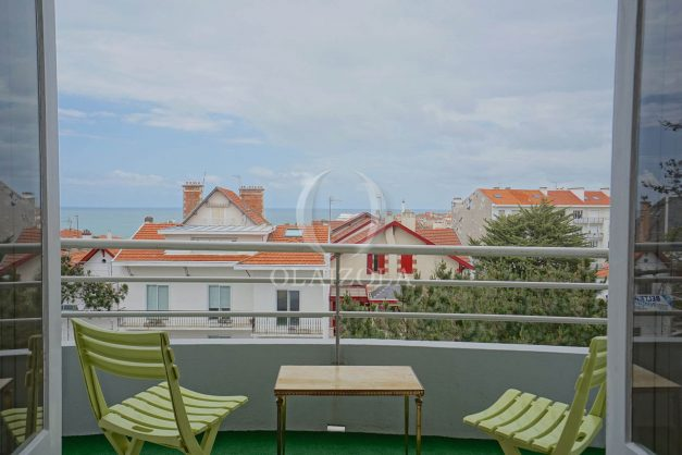 location-vacances-biarritz-appartement-vue-mer-terrasse-parking-2-chambres-centre-ville-plage-a-pied-001
