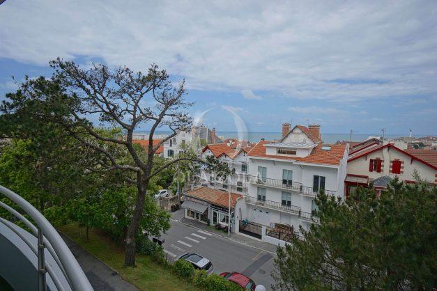 location-vacances-biarritz-appartement-vue-mer-terrasse-parking-2-chambres-centre-ville-plage-a-pied-003