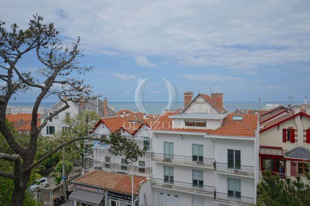 location-vacances-biarritz-appartement-vue-mer-terrasse-parking-2-chambres-centre-ville-plage-a-pied-004