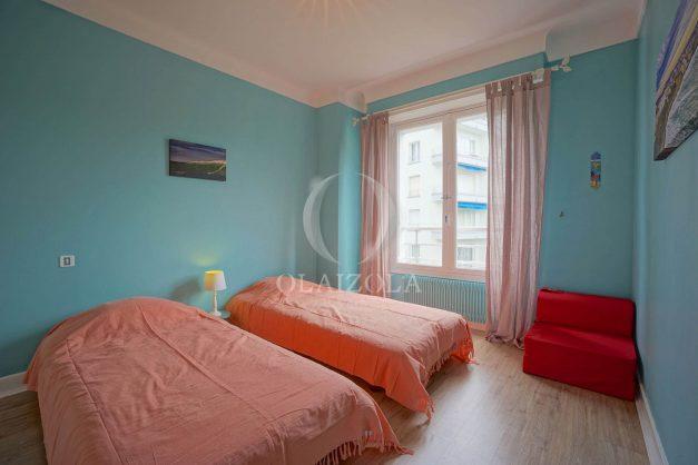 location-vacances-biarritz-appartement-vue-mer-terrasse-parking-2-chambres-centre-ville-plage-a-pied-017
