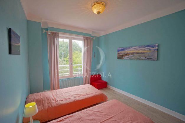 location-vacances-biarritz-appartement-vue-mer-terrasse-parking-2-chambres-centre-ville-plage-a-pied-018