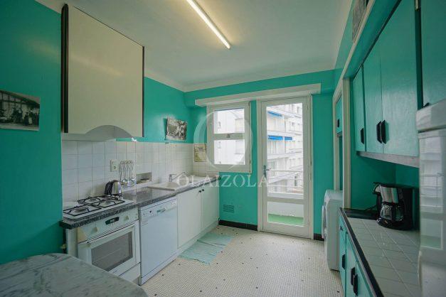 location-vacances-biarritz-appartement-vue-mer-terrasse-parking-2-chambres-centre-ville-plage-a-pied-024