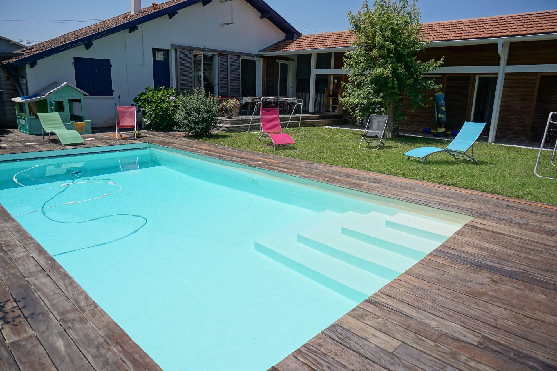 Inspir piscine jardin sabakunohana for Piscine biarritz