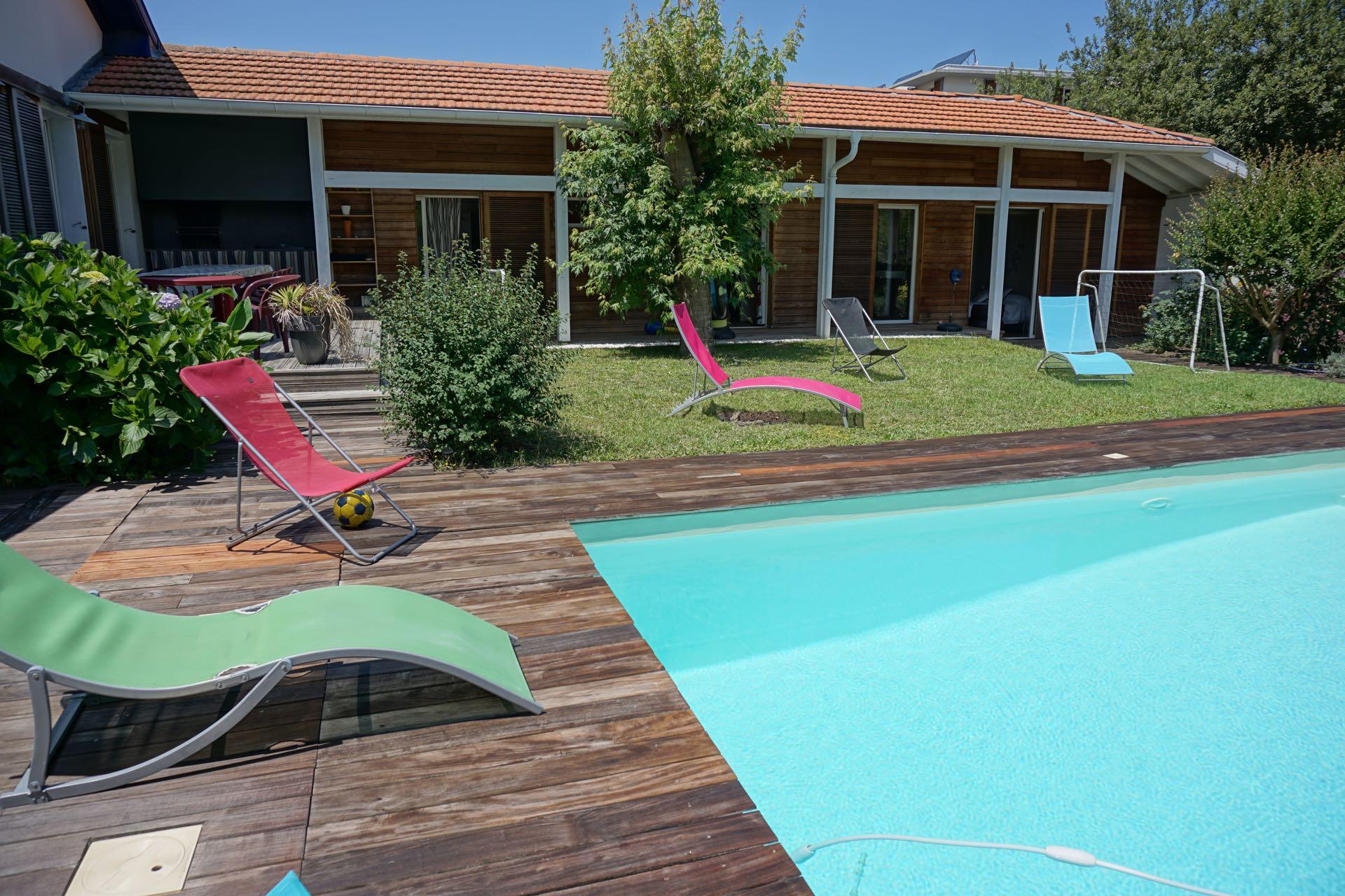Jardin villa moderne maison moderne for Jardin pour villa moderne