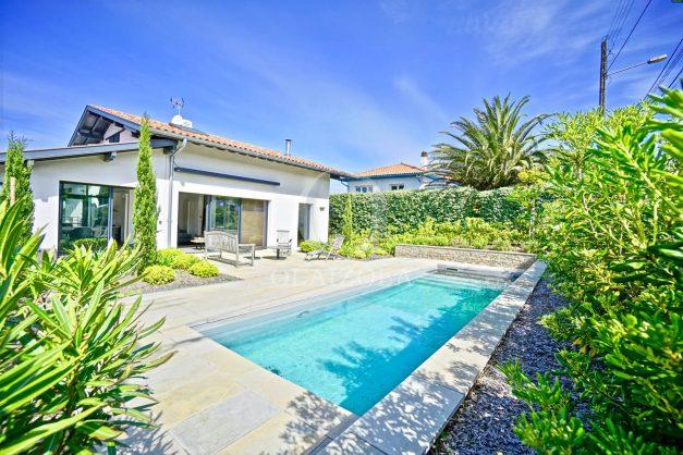 vue-mer-biarritz-location-vacances-maison-villa-plages-luxe-vue-mer-montagne-piscine-standing-unique-parking-prive-centre-ville-001