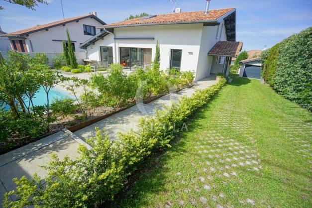 vue-mer-biarritz-location-vacances-maison-villa-plages-luxe-vue-mer-montagne-piscine-standing-unique-parking-prive-centre-ville-002