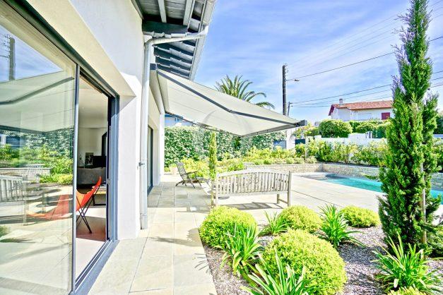 vue-mer-biarritz-location-vacances-maison-villa-plages-luxe-vue-mer-montagne-piscine-standing-unique-parking-prive-centre-ville-005