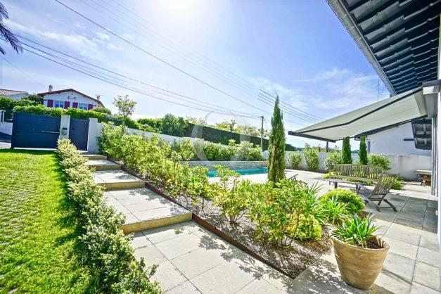 vue-mer-biarritz-location-vacances-maison-villa-plages-luxe-vue-mer-montagne-piscine-standing-unique-parking-prive-centre-ville-006