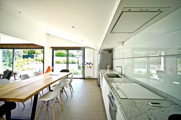 vue-mer-biarritz-location-vacances-maison-villa-plages-luxe-vue-mer-montagne-piscine-standing-unique-parking-prive-centre-ville-014