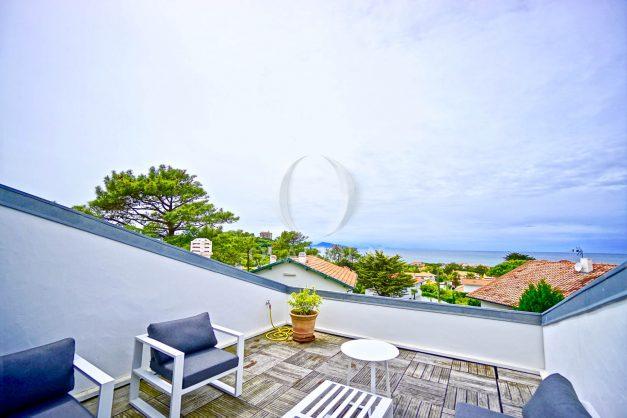 vue-mer-biarritz-location-vacances-maison-villa-plages-luxe-vue-mer-montagne-piscine-standing-unique-parking-prive-centre-ville-024