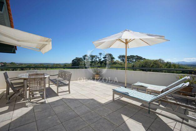 location-vacances-bidart-appartement-vue-montagne-grande-terrasse-proche-plage-parking-2-chambres-plein-sud-002