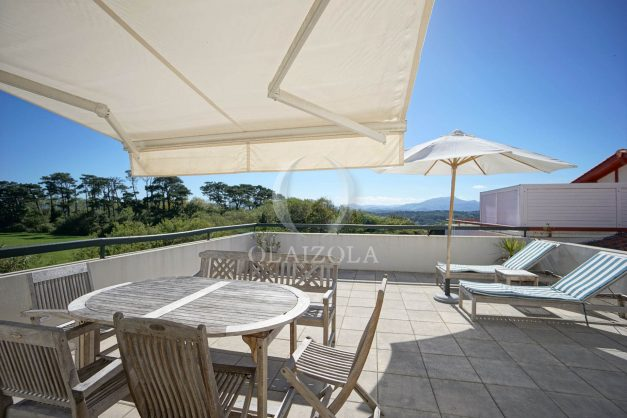 location-vacances-bidart-appartement-vue-montagne-grande-terrasse-proche-plage-parking-2-chambres-plein-sud-003