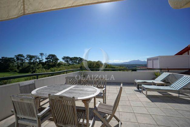 location-vacances-bidart-appartement-vue-montagne-grande-terrasse-proche-plage-parking-2-chambres-plein-sud-005
