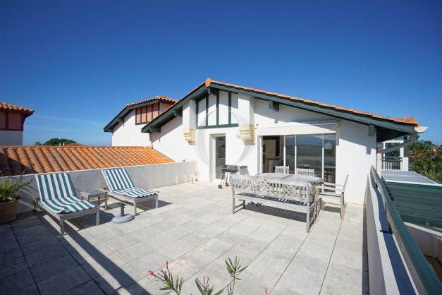 location-vacances-bidart-appartement-vue-montagne-grande-terrasse-proche-plage-parking-2-chambres-plein-sud-006