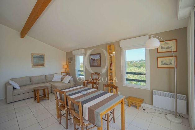 location-vacances-bidart-appartement-vue-montagne-grande-terrasse-proche-plage-parking-2-chambres-plein-sud-012