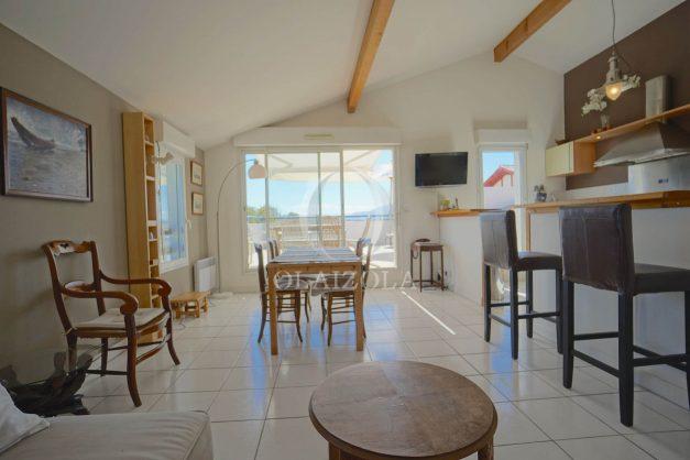 location-vacances-bidart-appartement-vue-montagne-grande-terrasse-proche-plage-parking-2-chambres-plein-sud-014