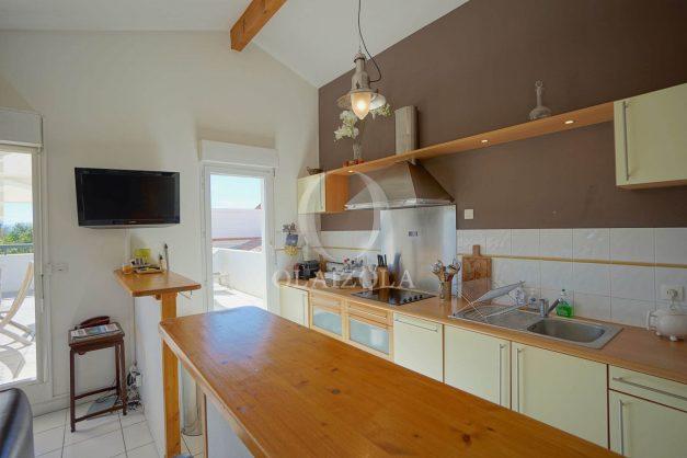 location-vacances-bidart-appartement-vue-montagne-grande-terrasse-proche-plage-parking-2-chambres-plein-sud-016