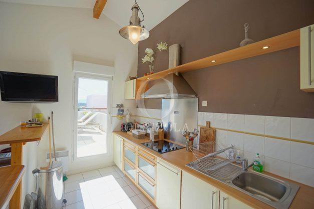 location-vacances-bidart-appartement-vue-montagne-grande-terrasse-proche-plage-parking-2-chambres-plein-sud-017