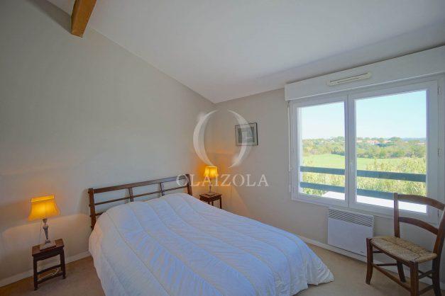 location-vacances-bidart-appartement-vue-montagne-grande-terrasse-proche-plage-parking-2-chambres-plein-sud-020