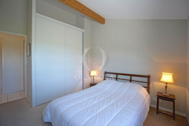 location-vacances-bidart-appartement-vue-montagne-grande-terrasse-proche-plage-parking-2-chambres-plein-sud-021