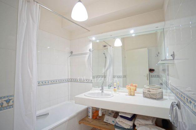 location-vacances-bidart-appartement-vue-montagne-grande-terrasse-proche-plage-parking-2-chambres-plein-sud-022